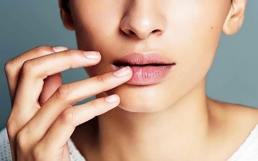Что может быть причиной сухости губ: 4 основных фактора - Леди - Красота на Joinfo.ua
