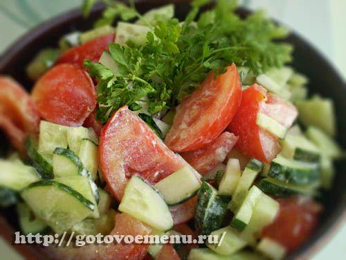 Салат огурцы и помидоры с курицей