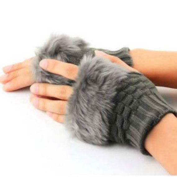 Women fingerless knitted gloves with faux rabbit fur grey