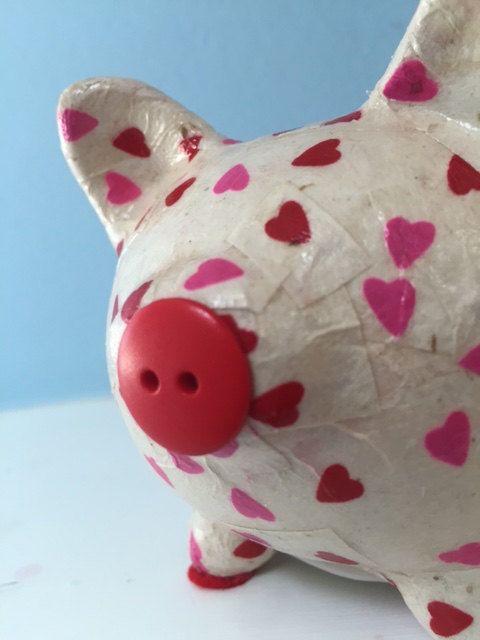 Corazones rosados y rojos Decoupage Piggy Bank por thispiggy