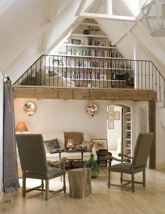 Biblioteca etajata in living