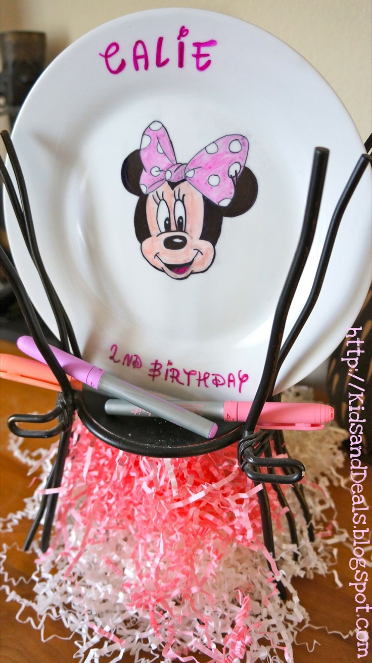 personalized plate for children to sign. Find this Pin and more on Minnie Mouse Birthday ... & 292 best Minnie Mouse Birthday Party images on Pinterest | Birthdays ...