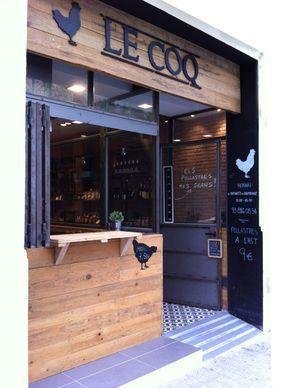 'Un espacio acogedor y con ambiente casero', es lo que los propietarios de Le Coq, el nuevo local de comida para llevar de Vilanova i la Geltrú pidieron a la interiorista Verónica Cruz, redactora e interiorista del equipo de VoyeurDesign. La idea d