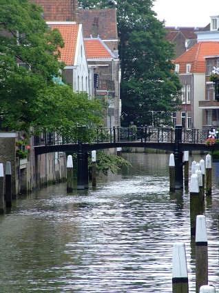 Google Image Dordrecht, the Netherlands http://inlinethumb44.webshots.com/3307/2946757590082721655S425x425Q85.jpg
