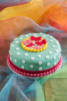 Vrolijke kleurtjes - misschien met Blond Amsterdam plaatje in het midden | Colorful dotted cake with butterflies decoration