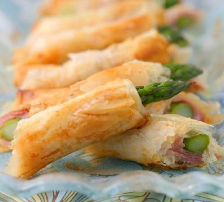 Phyllo Asparagus Spears - 17 Make-Ahead Appetizers for a Family Get-Together | GleamItUp