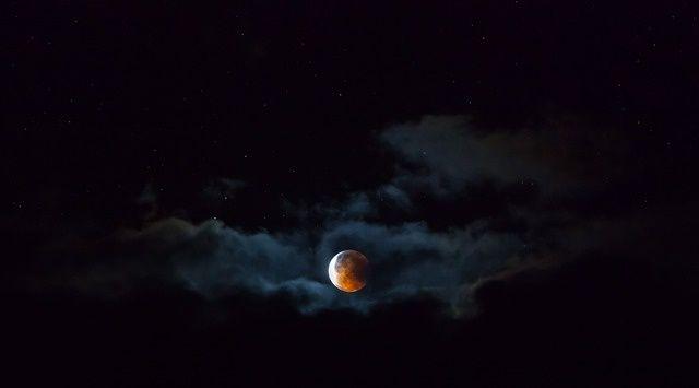 Lunar eclipse by Richard Baxter