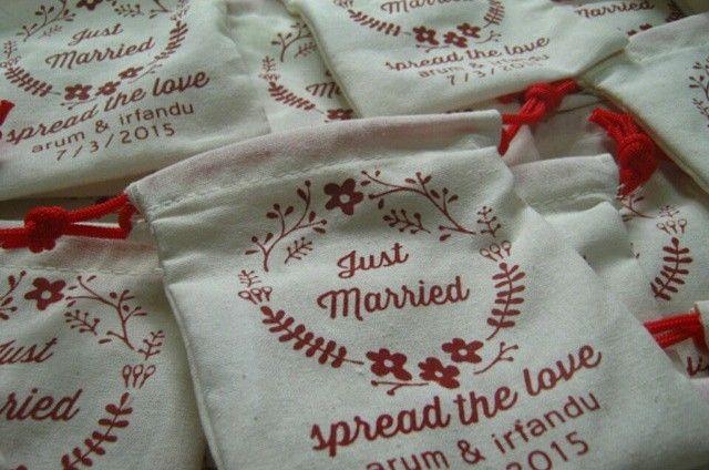 Souvenir Kantong serut Yogyakarta brkualitas & murah #souvenirjogja #souvenirnikahan Website: http://plungcreativo.com