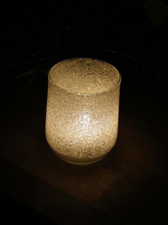 Winter-Windlicht: Glas innen mit Tapetenkleister bestrichen, Zucker reingestreut und so lange gedreht und gewendet, bis alles gut mit Zucker bedeckt war.  Nach dem Winter das Glas einfach ausspülen