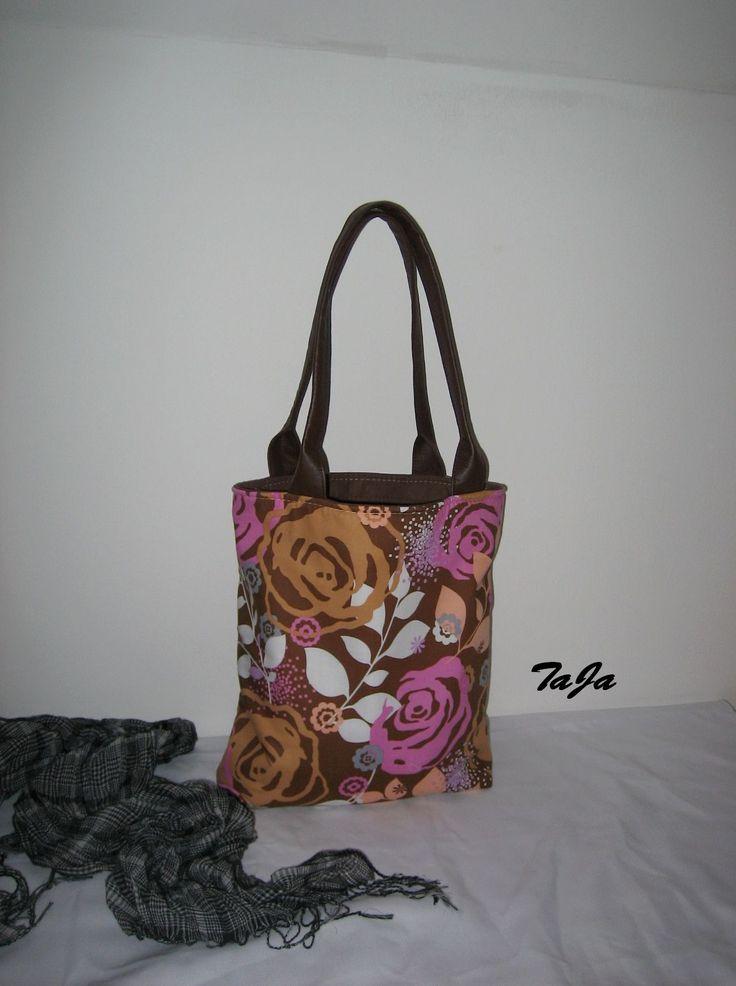 Růže+a+čokoláda+Jednoduchá+elegantní+taška,+čikabelka,+v+čokoládovo-růžové,+s+příměsí+okru,+bílé+a+meruňkové,+pro+každý+den,..+prostorná,+pevná,..+na+sešity,+notebook,+menší+nákup,...praktická,+šmrncovní,+..pro+...náctileté,+...cetileté+i+....sátileté+Kabelka+je+vyrobená+z+bavlněné+designové+dovozové+látky,+ucha+jsou+z+pevné+imitace+kůže.Je...