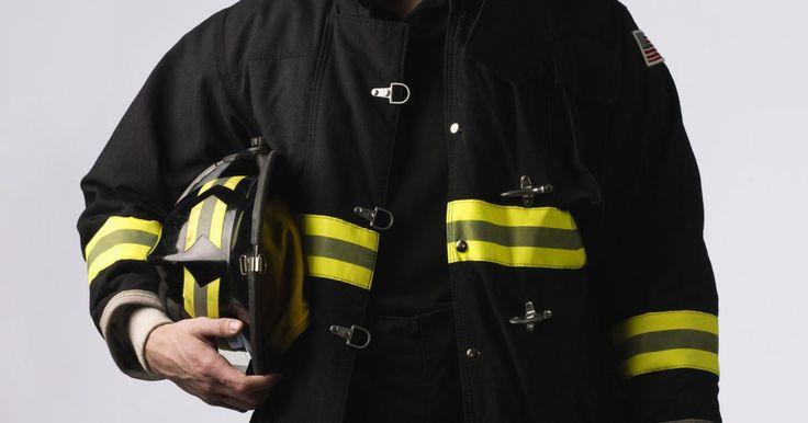 Ideias simples para fantasias de bombeiro. Visite qualquer loja de fantasia e você vai encontrar uma variedade de fantasias de bombeiros. Mas quanto mais realista ou intricada a fantasia, mais cara ela é. Fazer sua própria fantasia de bombeiro não só é mais barato, mas também não deve demorar mais do que uma hora para ser concluída. Ideias simples de fantasia de bombeiro são apropriadas ...