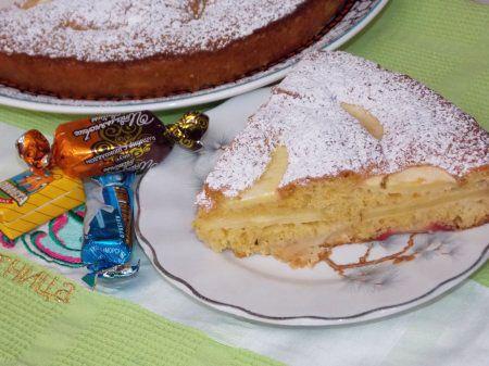 Шарлотка с яблоками http://mysadzagotovki.ru/sharlotka-s-yablokami/  Можно ли представить церемонию дружеского или семейного чаепития без вкусной выпечки? Разумеется, можно, но тогда посиделки получатся скучноватыми и не совсем полноценными. Одним из излюбленных сладких блюд, которое чаще всего ставят на стол многие хозяйки, уже много десятилетий является популярнейший яблочный пирог «Шарлотка». Тем более что рецепт этого лакомства всегда можно усовершенствовать на свой вкус, […]