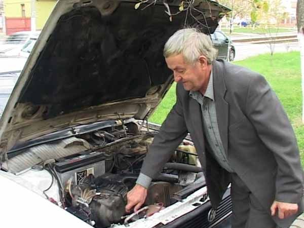 Uită de benzină sau motorină: Gheorghe Bordeianu a inventat maşina care merge cu apă