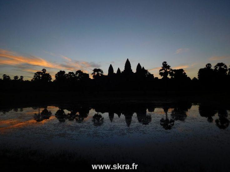 Lever de soleil sur le plus grand site religieux du monde, Angkor Wat