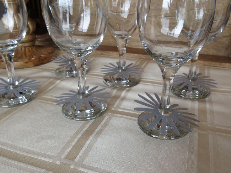 Marqueurs à verre de vin, étiquettes à verre de vin, décoration table mariage «Marguerite grise» (25) de la boutique Lamainalacarte sur Etsy