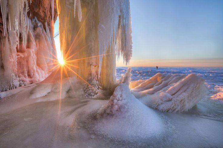 Ледяные пещеры на островах Апосл