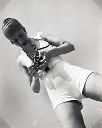 Photographer Eva Besnyö, 1932 | Éva Besnyő Marianna was a Hungarian-Dutch photographer and a well-known photographer of the Dutch Women's Movement.