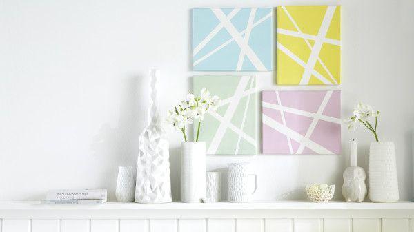 Mit Bildern in Pastell tauchen Sie die Wohnung in ein buntes Farbbad   Gestreifte Kunst. Sie können nicht malen? Macht nichts, dann kleben Sie doch einfach tesa® Maler-Krepp in verschiedenen Breiten kreuz und quer auf eine Leinwand, die bunt angemalt wird. Easy, oder?