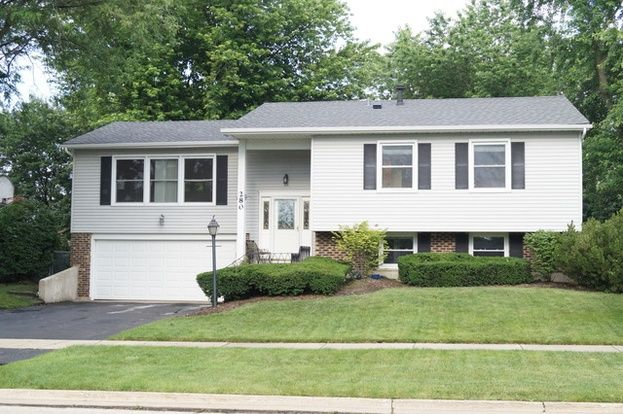 PERFECT FAMILY HOME WITH 4 BEDROOMS! NEW KITCHEN WITH GRANITE AND SS APPLIANCES. FRESHLY PAINTED, CERAMIC FLOORS.