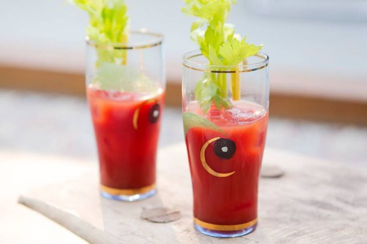 De klassieke cocktail op basis van tomatensap: Bloody Mary, cheers! - Recept - Allerhande