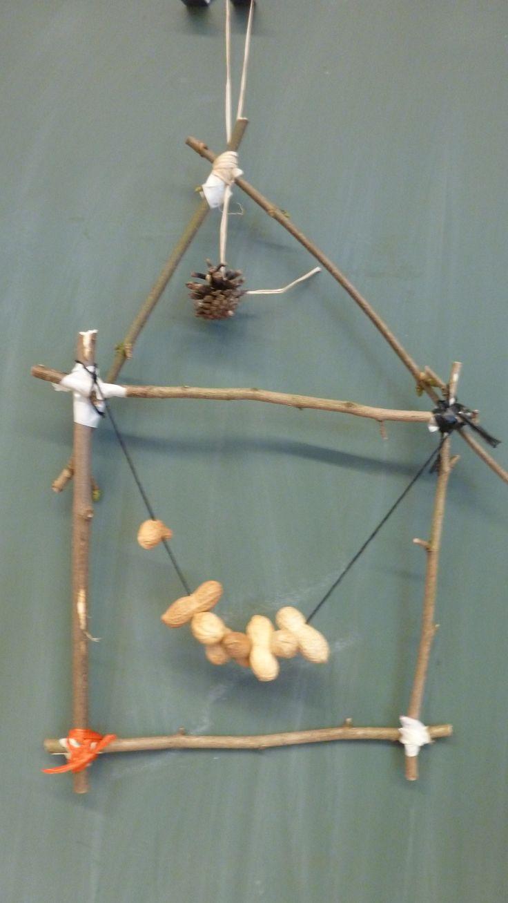 voederhuisje voor vogels van takken