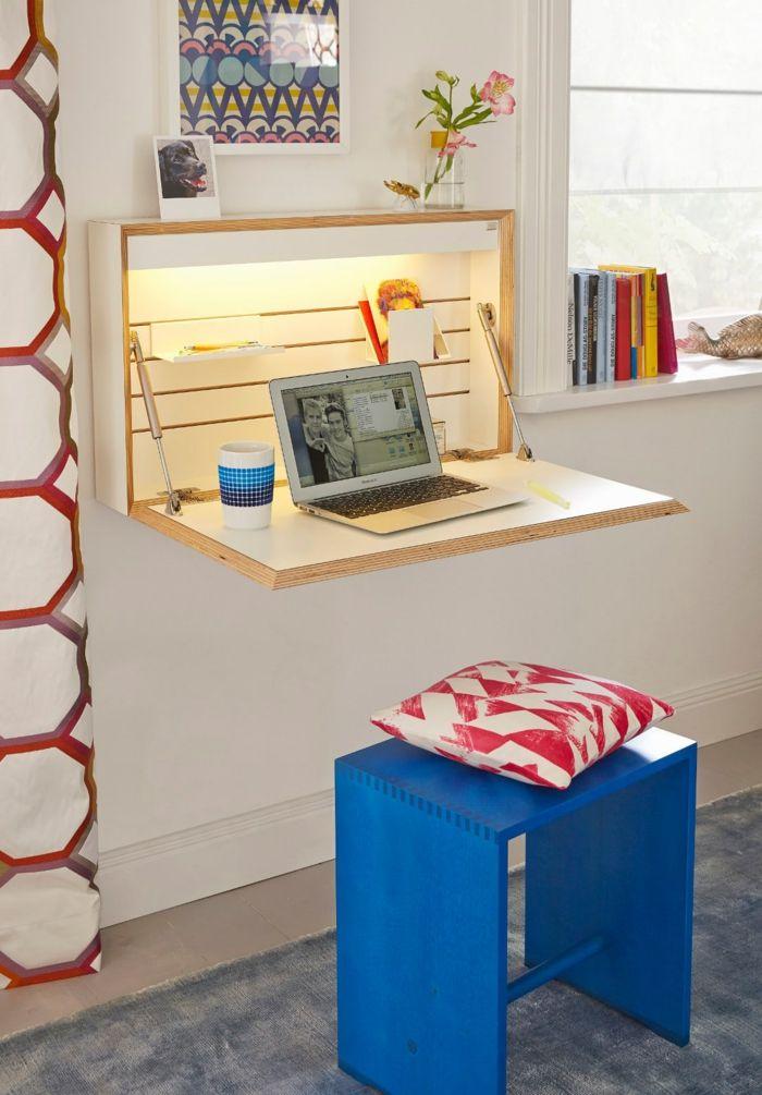 Luxury Schreibtisch f r kleine R ume funktionelle und praktische Ideen blauer Holzhocker wei rotes Kissen