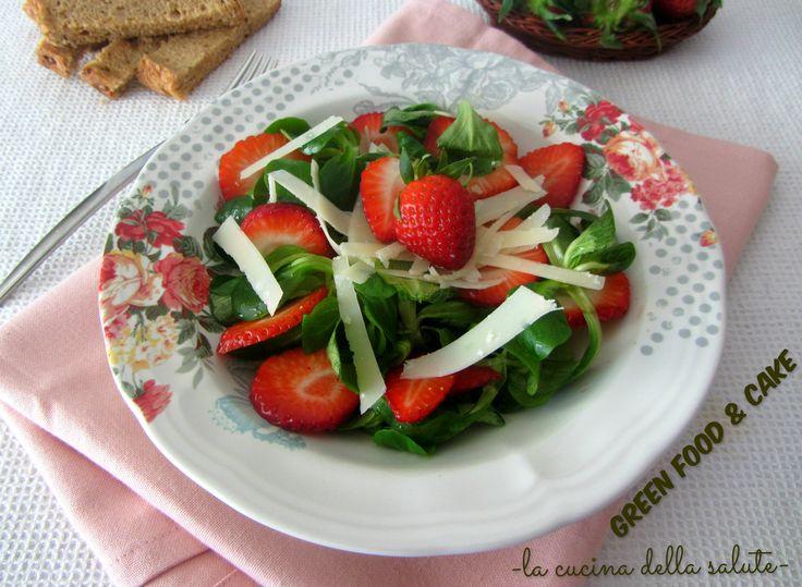 insalata di valeriana con fragole e formaggio http://blog.giallozafferano.it/greenfoodandcake/insalata-di-valeriana-con-fragole-e-formaggio/