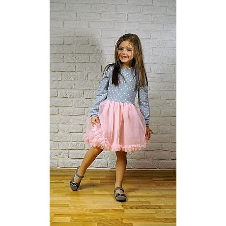 Sukienka dla małej baletnicy powstała z połączenia gęsto marszczonego różowego szyfonu oraz mięciutkiej dzianiny bawełnianej w groszki