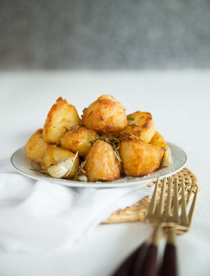 These Goose Fat Roast Potatoes are crunchy on the outside & fluffy on the inside. Follow these fool-proof tips for perfect potatoes this holiday season.