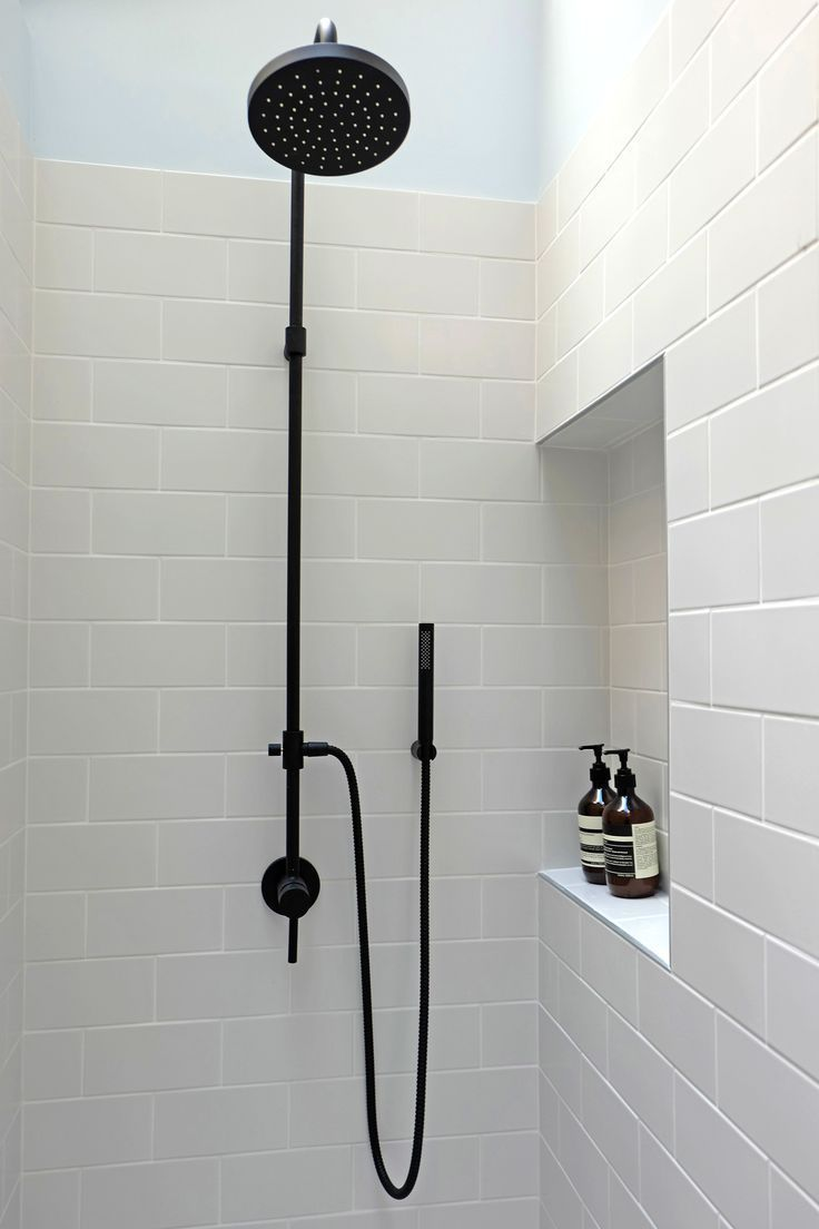 Douche Sous Verriere Shower Robinetterie Noir Black Tapes Niche Carreau De Metro Metro Tiles Projet