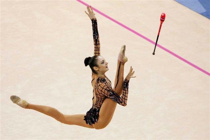 Anna Bessonova split leap