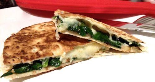 Quesadilla's met spinazie en aubergine, kaas, spinach, eggplant, wraps, cheese, simpel recept, recept, recipe, simple recipe, foodblog, foodpic, foodpics, eetfoto's, mooie eetfoto's, foodporn, healthy, food, voedsel.