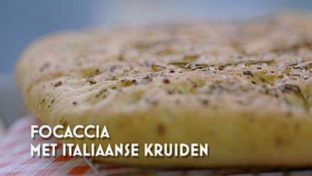 Heel Holland Bakt: Focaccia van Matthieu - bakje water onder in de oven