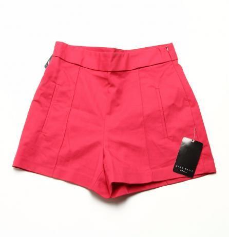 Pantaloni scurti Zara Pret: 40 Lei Marime: L Pantaloni scurți aspect strâmt cu talie înaltă și fermoar lateral