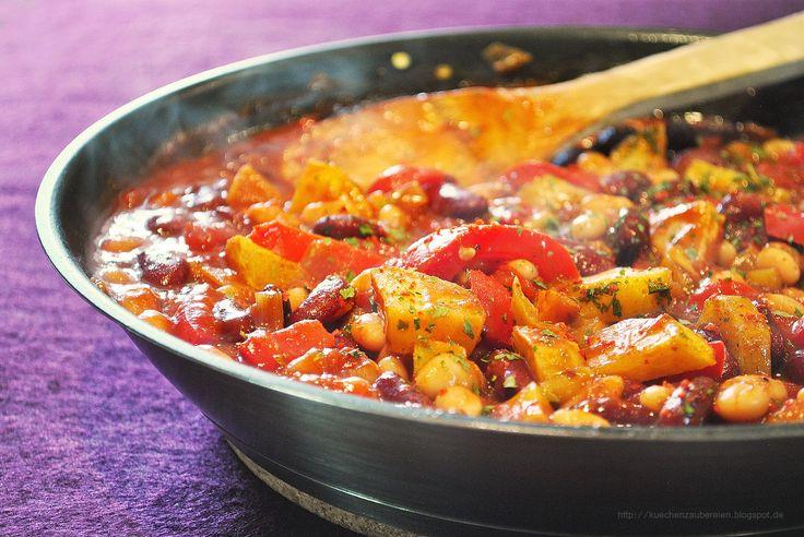 Küchenzaubereien: Vegetarisches Chili mit gebackenen Kartoffeln