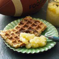 Kartoffelpuffer-Waffeln mit Apfelkompott