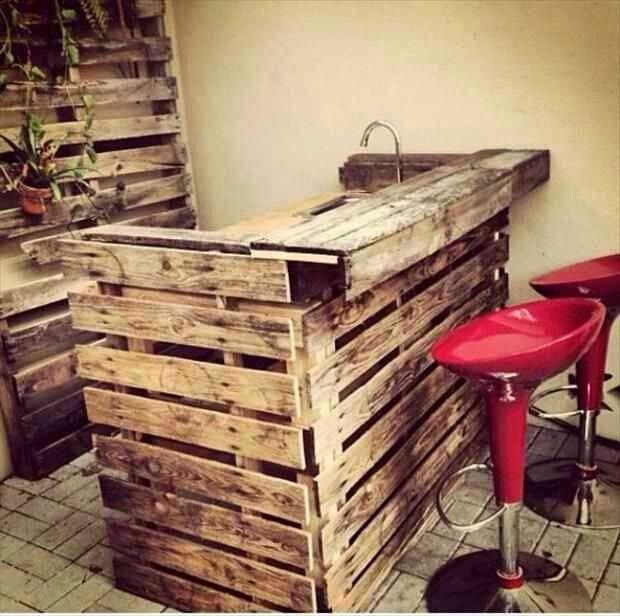 Pallet Projects: Pallet Project. Outdoor bar. Ditch the stools for something more rustic and weather-resistant and it's perfect!