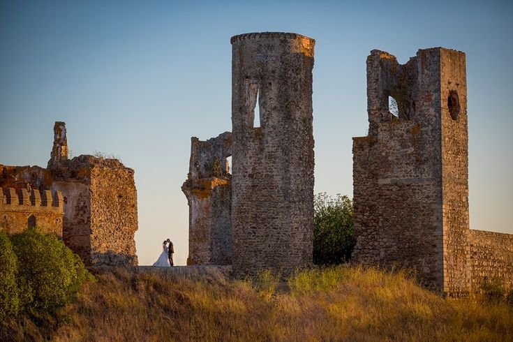 It´s their Wedding Day. From the Alentejo plains Golden hour comes this photoshoot: when Wedding Photography and Landscape hold hands in a warm color, scenic and romantic shoot, at the ancient Castle in Alentejo, Portugal.  #Goldencolor #Alentejo #fotodesonho #castlewedding #sunset #warmcolors #wedding #weddingday #weddinginspiration #weddingstyle #weddingphotography #instawedding #instalove #instadaily #instamood #instalike #fineartwedding #fineartphotographer #wedding
