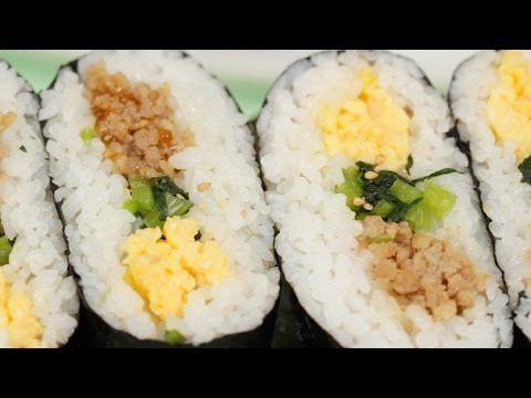 鶏そぼろと炒り卵を使ったおにぎらずの作り方 レシピ - YouTube