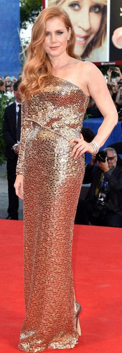 Who made Amy Adams' sequin gold one shoulder gown?