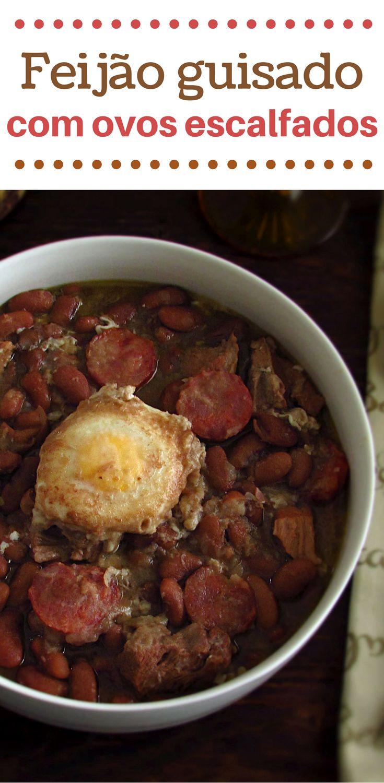 Feijão guisado com ovos escalfados   Food From Portugal. Quer uma receita quente para um dia frio de Inverno? Não procure mais, feijão guisado com ovos escalfados é a solução perfeita… #feijão #ovo #receita