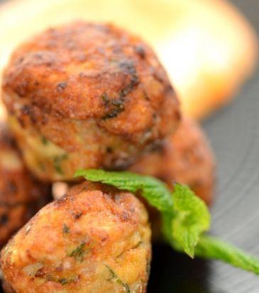 Κεφτέδες κοτόπουλου & σάλτσα με μαγιονέζα, τσίλι και σκόρδο | Γιάννης Λουκάκος