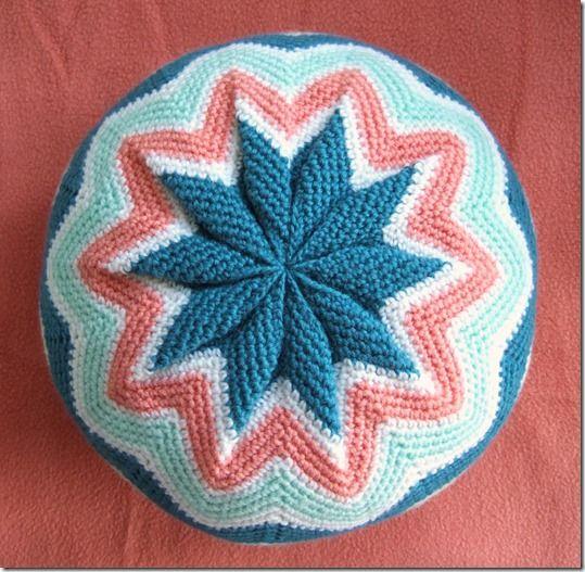 @ Sols(tr)ikke - link to free pattern for pinwheel cushion ...