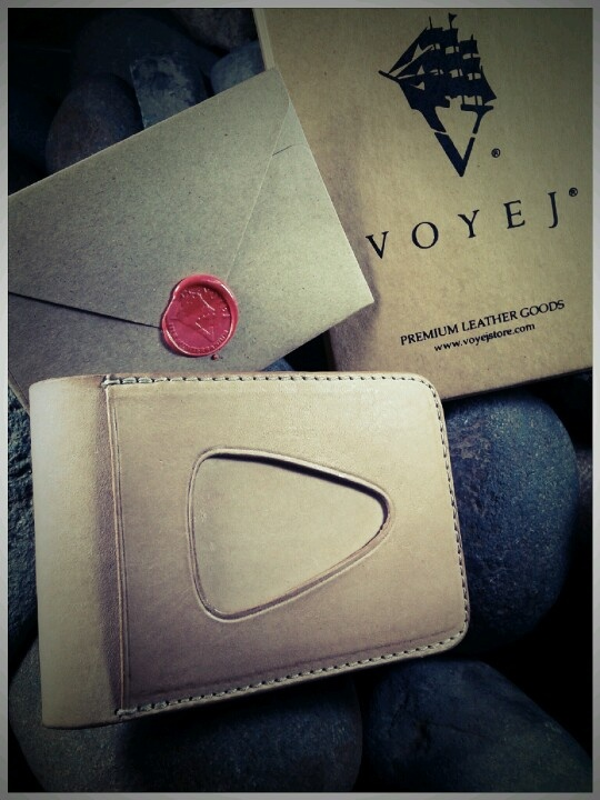 Cool leather wallet, hand made in Indonesia, birthday gift from my girlfriend. ;)