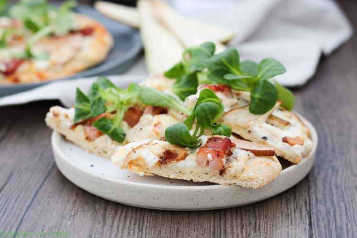 cb-with-andrea-pizza-mit-ziegenkaese-birnen-und-speck-rezept-www-candbwithandrea-com1