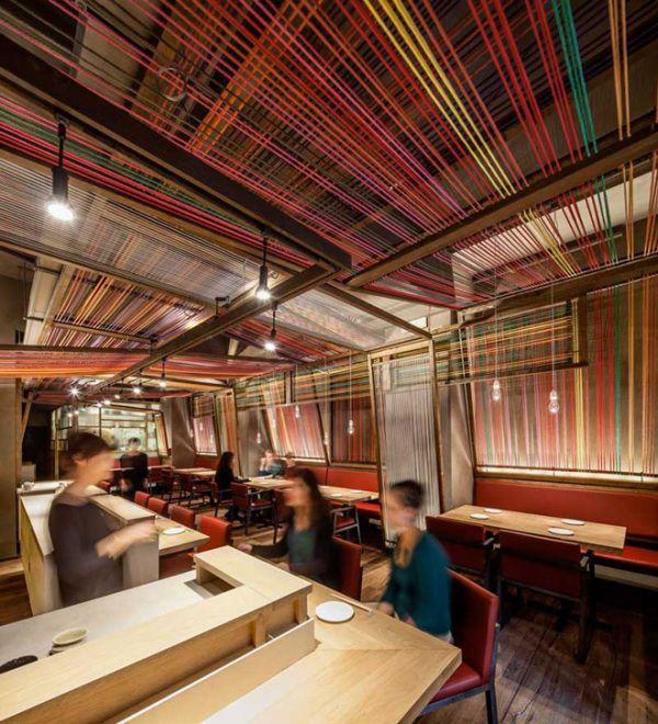 TECHOS Perfecto para la decoración de un restaurante, darle color y una nueva vista o bien un nuevo giro (Rope interior at Pakta Restaurant in Barcelona)
