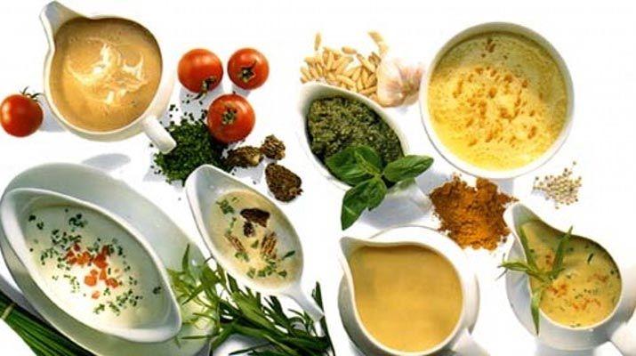 Салаты без майонеза: 5 рецептов легких соусов