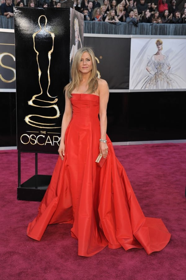 Jennifer Aniston's Oscar Dress 2013 -- She Wows In Red