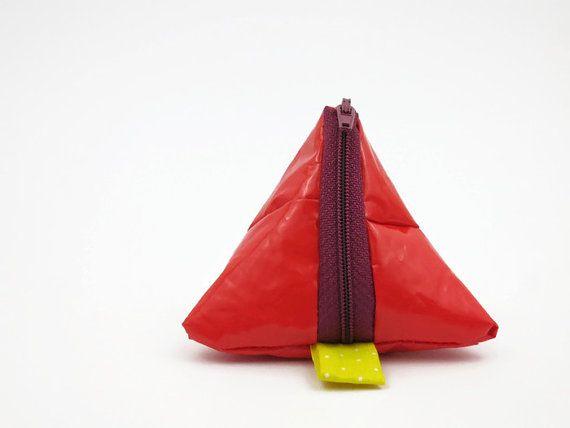 ber ideen zu rote taschen auf pinterest taschen. Black Bedroom Furniture Sets. Home Design Ideas