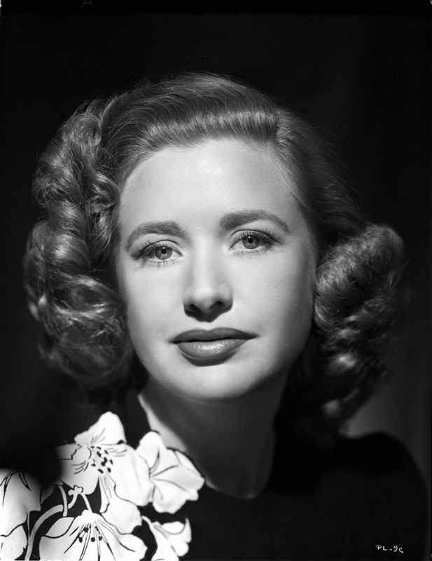 Priscilla Lane Close Up Portrait High Quality Photo – Movie Star News